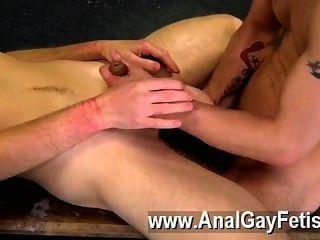 समलैंगिक फिल्म दान, सबसे Youthfull पुरुषों में से एक है उसके तंग बीओडी के साथ