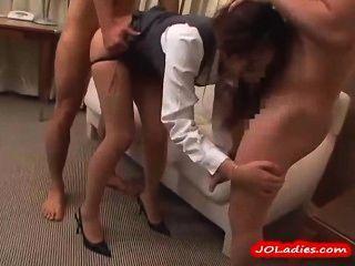 3 लोग चूसने Pantyhose में कार्यालय महिला होटल के कमरे में गड़बड़