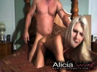 Licia $ $ ecret b / g गुदा