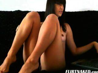 वेबकैम पर सेक्सी श्यामला किशोरों शो