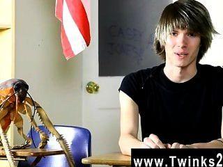 कट्टर समलैंगिक युवा केसी जोन्स अश्लील करने के लिए 18 साल पुरानी है और ताजा है