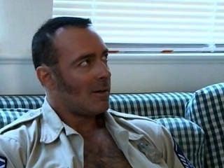 शनिवार सेक्स - पिताजी सैनिक, हॉट पुलिसवाले और युवा पुरुष