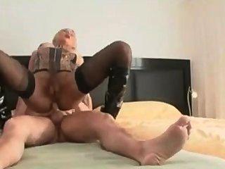 सेक्सी सुनहरे बालों वाली लड़की उसे गधा गड़बड़ हो जाता है