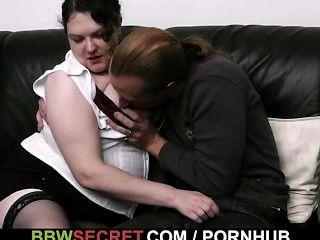 अपनी पत्नी को छोड़ देता है और वह उसे seduces