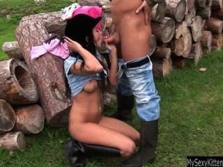 श्यामला किशोरों की एंजेलिका outdoorsmmmm किसी न किसी हो जाता है