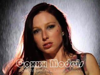 Coxxx मॉडल महिला वॉन Foxx