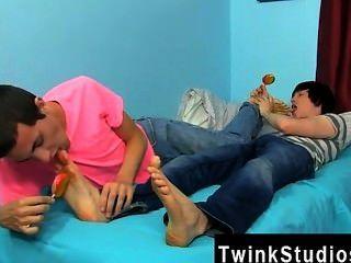 कमाल Twinks कोनर ब्राडली और टायलर बोल्ट एक रात के लिए मूड में हैं