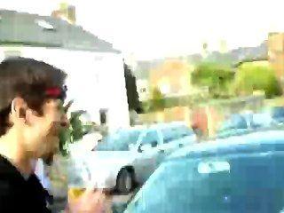 सार्वजनिक सड़क में हंक पुरुष धारियाँ