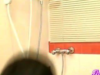 थाई लड़की peeing