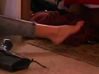 सेक्सी लड़की Gadot मोजे में उसके पैर दिखाने