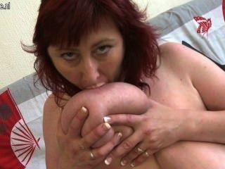 बड़ी saggy स्तन के साथ परिपक्व रेड इंडियन