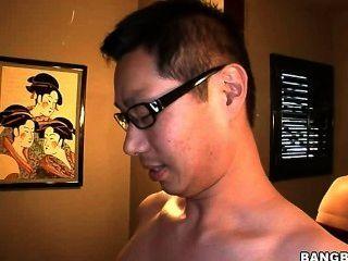 सफेद महिलाओं एशियाई आदमी के साथ अंतरजातीय AMWF