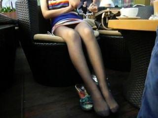 खरा एशियाई सरासर काले नायलॉन पैर