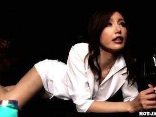 जापानी लड़कियों kitchen.avi में लंपट परिपक्व महिला पर हमला