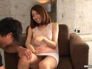 जापानी लड़कियों को मंत्रमुग्ध गर्म jav बहन sofa.avi
