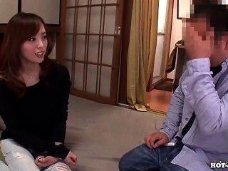 जापानी लड़कियों को मंत्रमुग्ध bed.avi में गर्म jav पत्नी