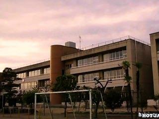 जापानी लड़कियों university.avi पर गड़बड़ jav मां