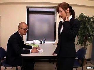 जापानी लड़कियों hotel.avi पर आकर्षक मालिश लड़की के साथ हस्तमैथुन