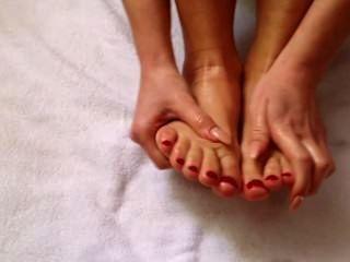 सेरेना सुबह पैरों की मालिश