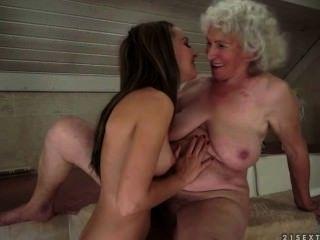 नानी और किशोर के बीच समलैंगिक यौन संबंध