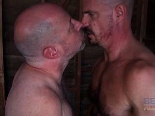 पुराने समलैंगिक पेशी दोस्त fucks