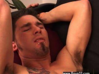 समलैंगिक वीडियो टॉमी सोफे पर नीचे रखी और जेक पर रहने के लिए जारी रखा