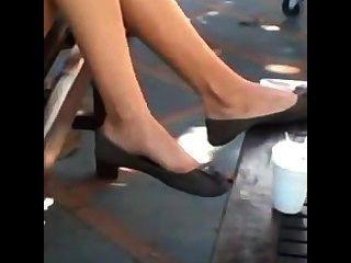 खरा किशोर पैर और पैरों झूलने फ्लैटों Shoeplay