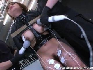ओरिएंटल किशोर उसे गधे में गुदा हुक डाला गया है