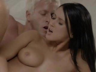 स्वीडिश प्रेमी के साथ मिठाई सेक्स