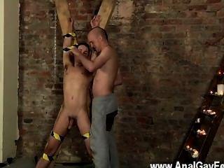 समलैंगिक एरोटिक नए उप आदमी एतान निराश्रय और कमजोर, नंगे और funked है