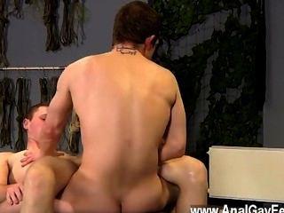 Twink सेक्स दान, सबसे बड़ी युवा पुरुषों में से एक है उसके तंग शरीर के साथ
