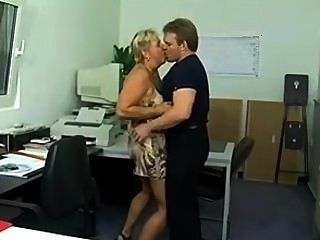 कार्यालय (sid69) में चंकी जर्मन कौगर गधा गड़बड़