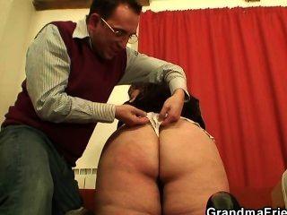 पुराने plumper दो लंड लेता है