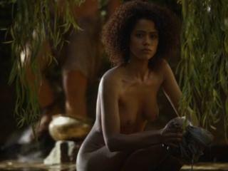 सेक्सी कपड़े धोने नग्न दृश्य सिंहासन के खेल [s04e08]