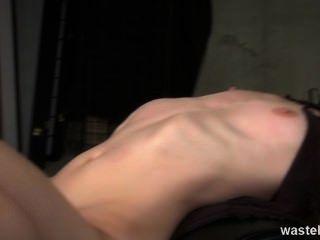 अदरक डॉमीनेटरिक्स साथ खेलने के लिए एक गोरा सेक्स गुलाम है