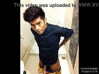 बाथरूम में भारतीय किशोर झटके