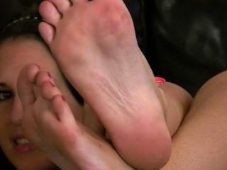 जेस और उसकी बदबूदार पैर