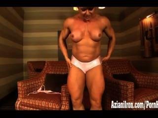 बड़ी पेशी देवी उसके विशाल मांसपेशियों flexes