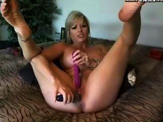 वेबकैम!परिपक्व लड़की कैम पर dildo के साथ खेलता है