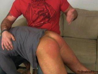 स्कॉट एक बड़ा एक spanks