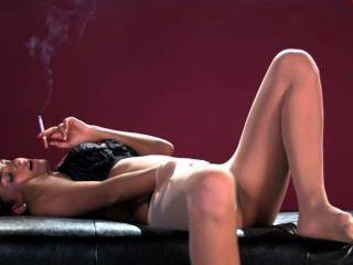 साहा गन्ना धूम्रपान और Masturbating