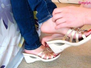 लौरा नई slideoff जूते गुदगुदी