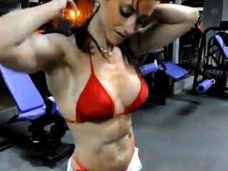Raquel हर्नांडेज़ Olmo के कंधे प्रशिक्षण