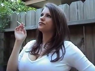 दिव्य धूम्रपान बड़े स्तन