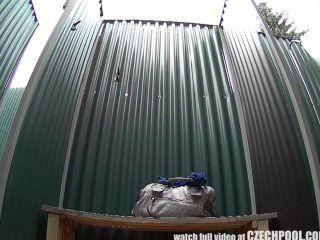 सार्वजनिक पूल में चेक श्यामला छिपे हुए कैमरे