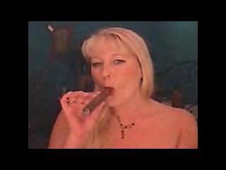 डबल सिगार धूम्रपान