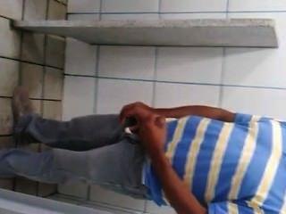 pegacão डी Homens उन्हें banheiro Público