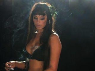 डेनिएल धूम्रपान बुत