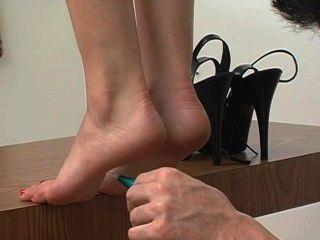 टिप पैर की उंगलियों पर गुदगुदी