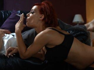 लो लो मजबूत सिगरेट धूम्रपान सेक्स